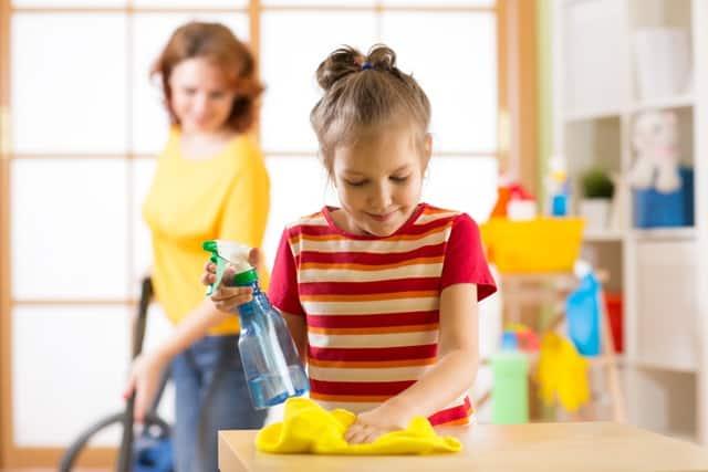 Învață-ți  copilul cum să îi ajute pe ceilalți